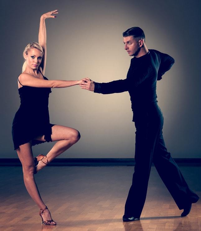 Tanzpaar in offener Haltung
